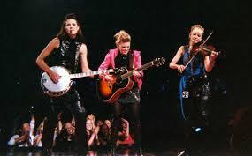 ההמנון האמריקאי ולהקת The Chicks